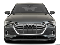 Display Front view of the Audi e-tron
