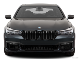 Display Front view of the BMW 740e