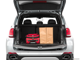 Display Trunk view of the BMW X5