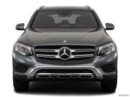Display Front view of the Mercedes-Benz GLC350e