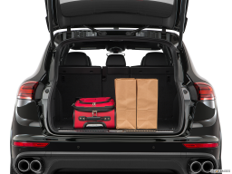 Display Trunk view of the Porsche Cayenne S E Hybrid