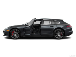 Display Side view of the Porsche Panamera 4 E-Hybrid