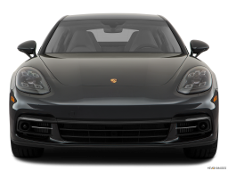 Display Front view of the Porsche Panamera Turbo S E-Hybrid