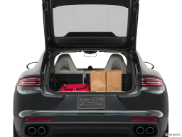 Display Trunk view of the Porsche Panamera Turbo S E-Hybrid