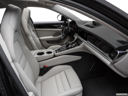 Display Interior view of the Porsche Panamera Turbo S E-Hybrid