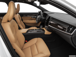 Display Interior view of the Volvo S90 PHEV