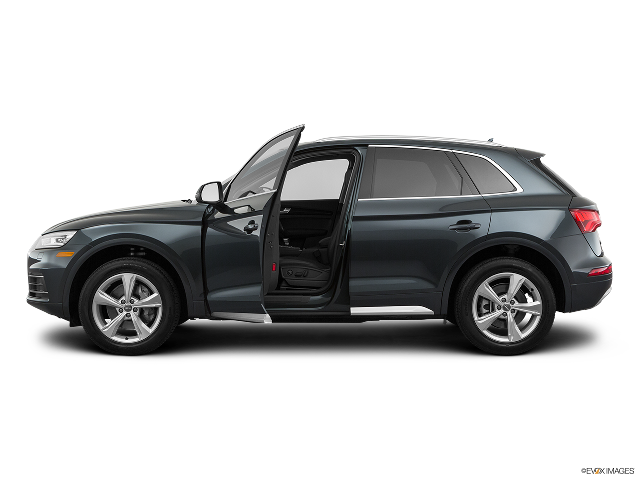 Side view of the Audi Q5 PHEV