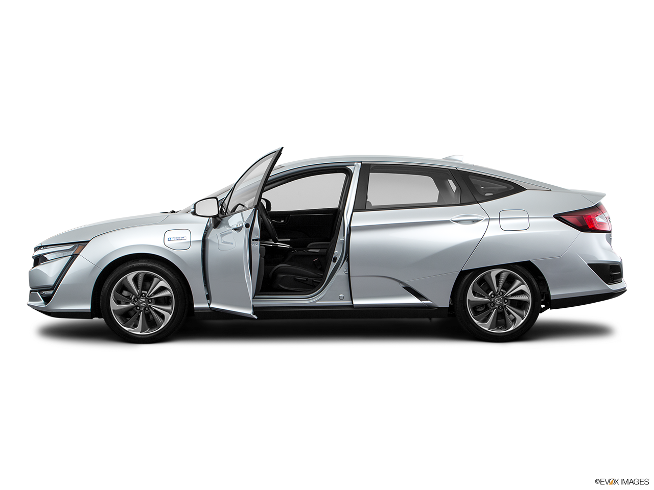Side view of the Honda Clarity Plug-In Hybrid