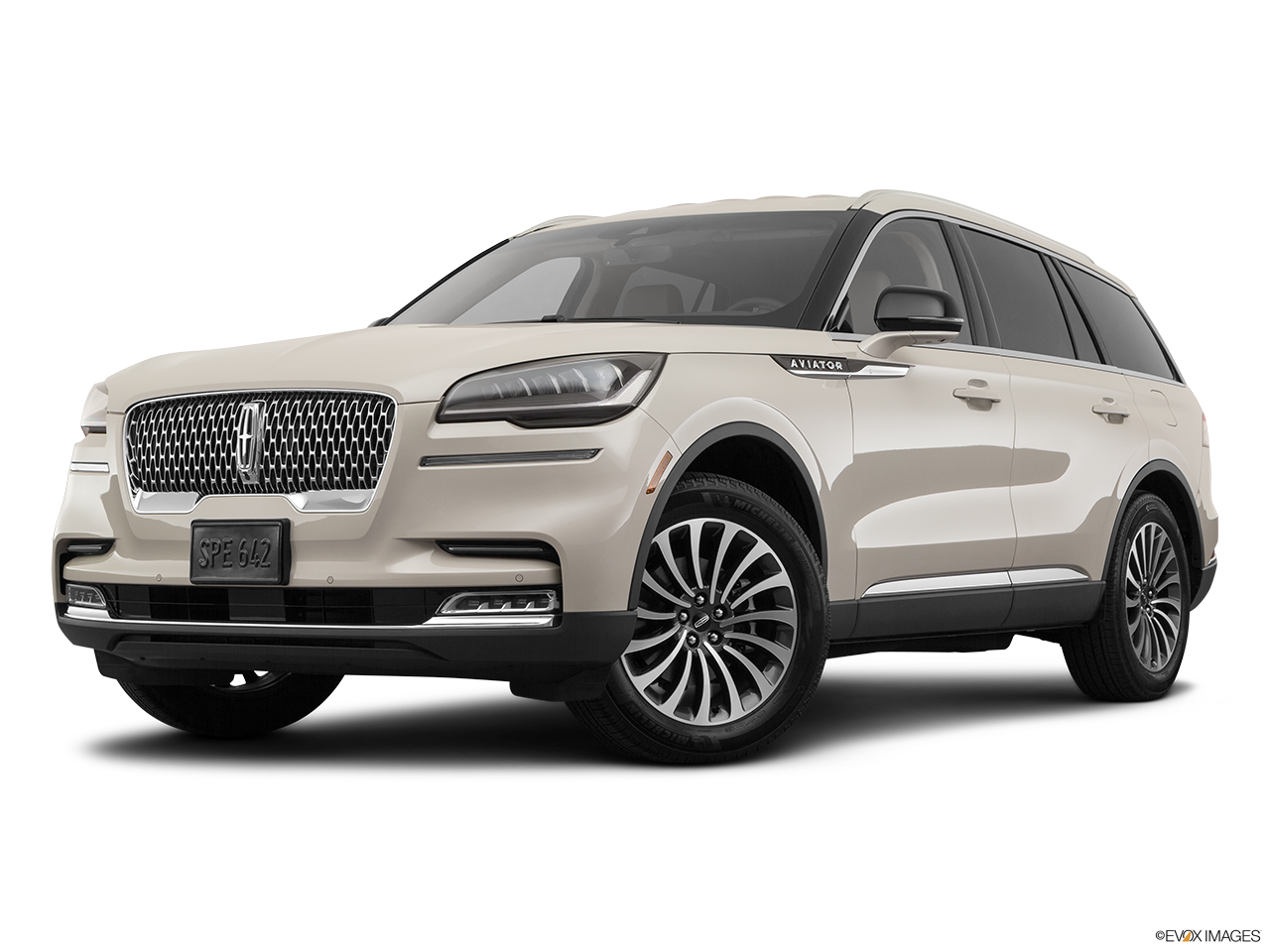 Three quart view of the Lincoln Aviator Grand Touring