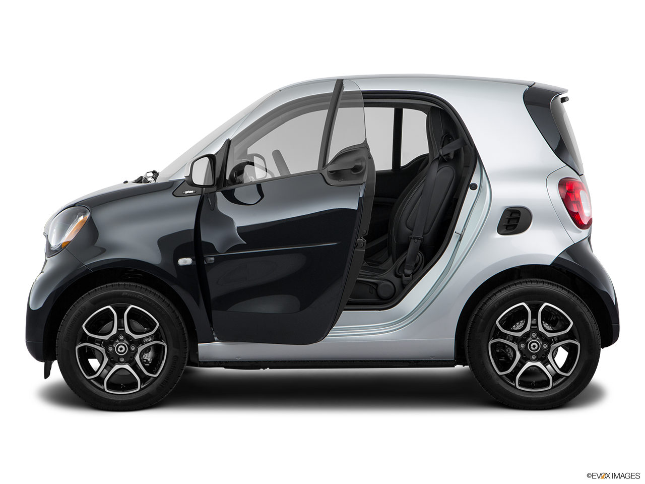 Side view of the Smart fortwo electric